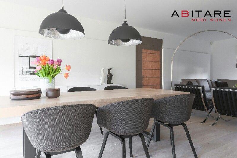 Hay aac23 stoelen en massief eiken tafel verkrijgbaar bij abitare mooi wonen - Oude tafel en moderne stoelen ...