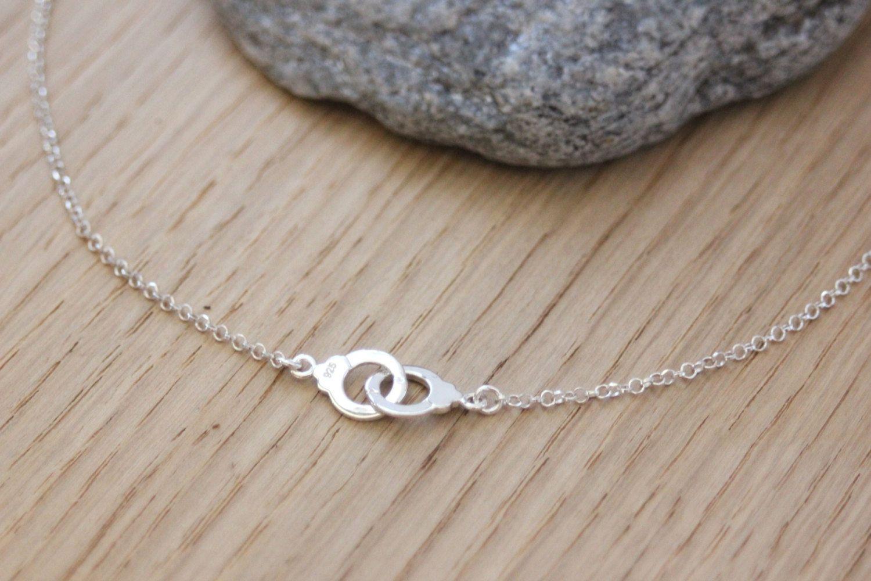 Collier menottes en argent massif - collier minimaliste ras du cou - collier fin en argent - collier 50 nuances de grey de la boutique EmmaFashionStyle sur Etsy
