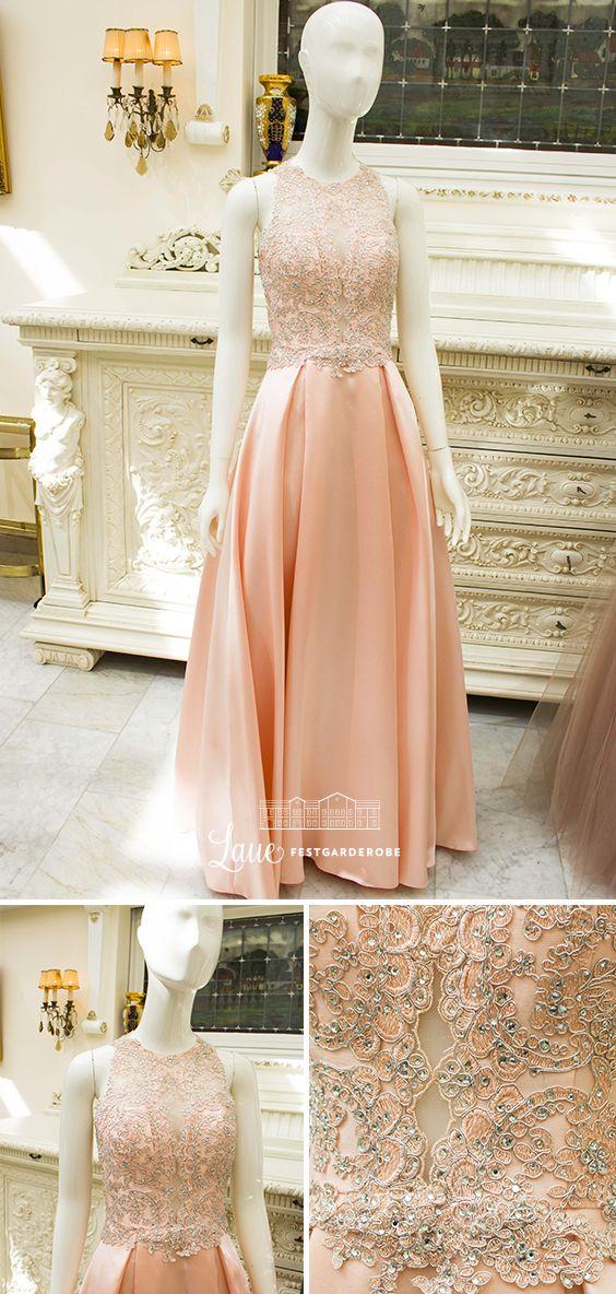 Das Abendkleid im zarten Pastellton von LUXUAR FASHION hat ...