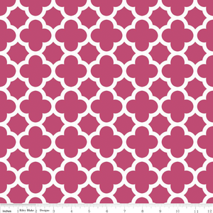 Riley Blake Designs - Quatrefoil - Quatrefoil Medium in Raspberry