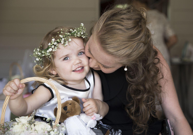 Gypsophila Baby S Breath Flower Crown Www Wanakaweddingflowers Co Nz Photographer Jeremy To Baby Breath Flower Crown Flower Girl Dresses Babys Breath Flowers