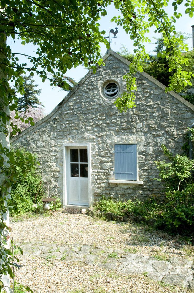 La maison de campagne assez typique construite en pierre