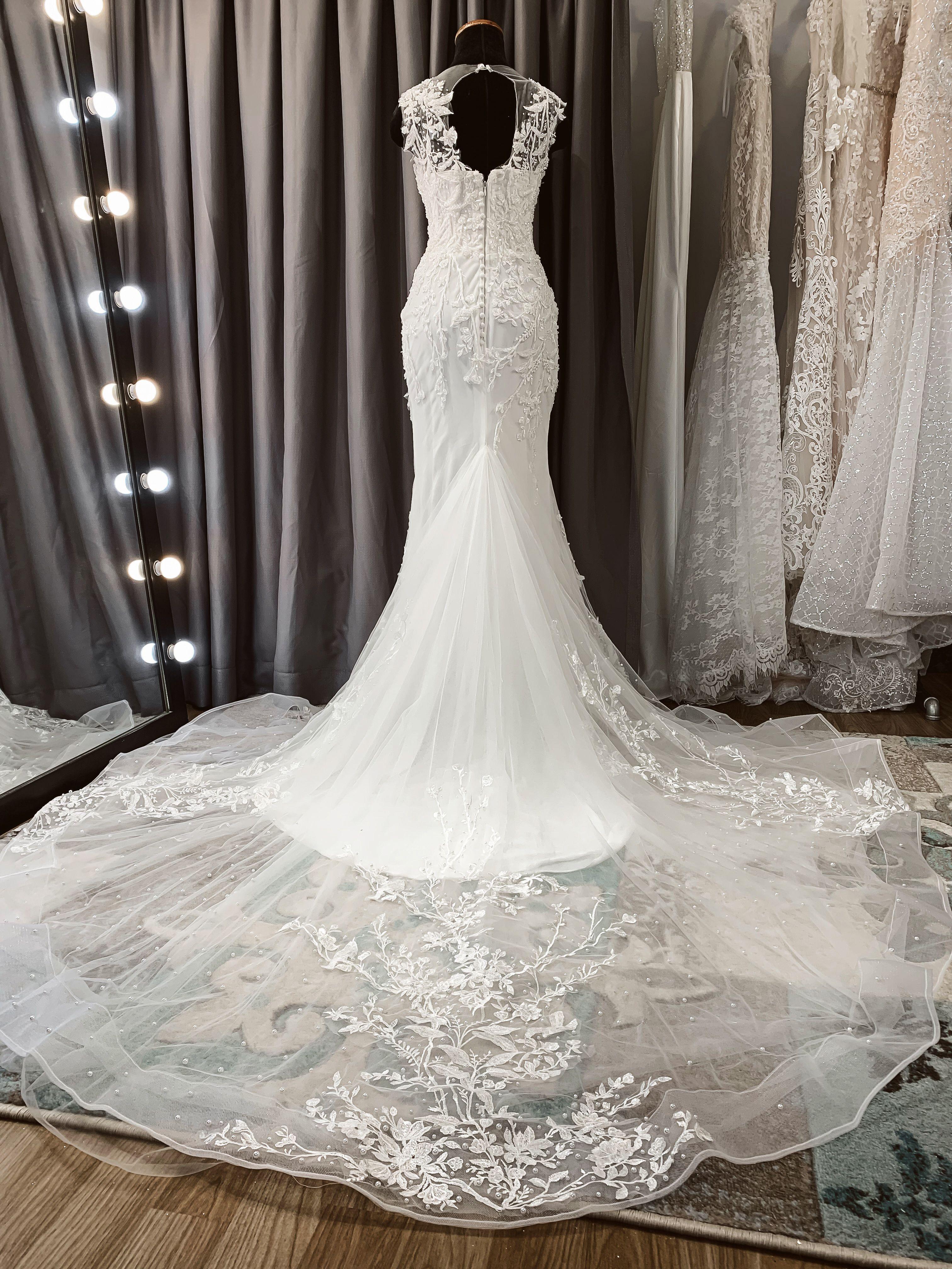 Long Train Bridal Dress Sleeveless Mermaid Wedding Gown With Keyhole Back Wedding Gowns Mermaid Bridal Gowns Mermaid Wedding Dresses [ 4032 x 3024 Pixel ]