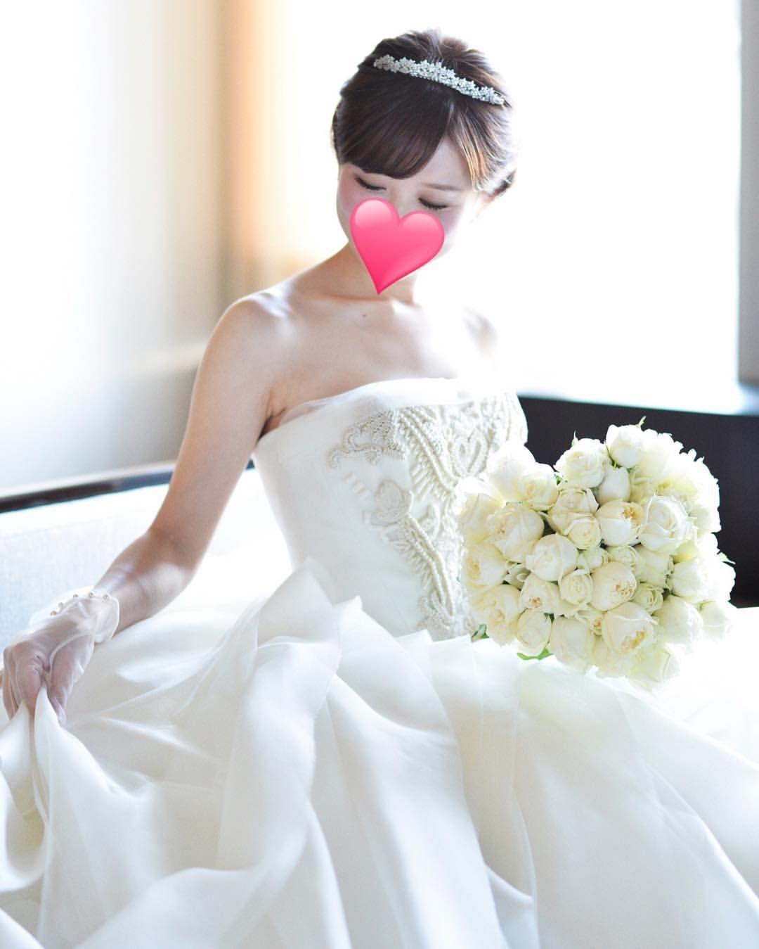 リッツのチャペル にて 結婚式から8ヶ月たちました いまだに手をつけていないリッツのアルバムのレイアウト 年内には終わらせたいです Weddingdress Weddingparty Weddi Wedding Dresses Dresses Strapless Wedding Dress