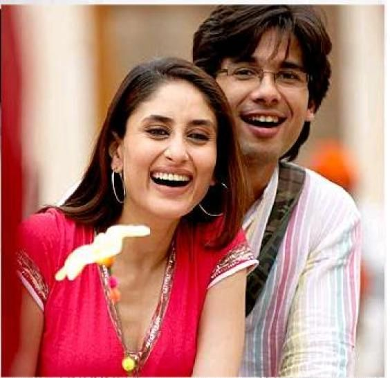 Kareena Kapoor And Shahid Kapoor In Their Best Comic Outing Jab We Met Bollywood Couples Bollywood Actors Bollywood Actress