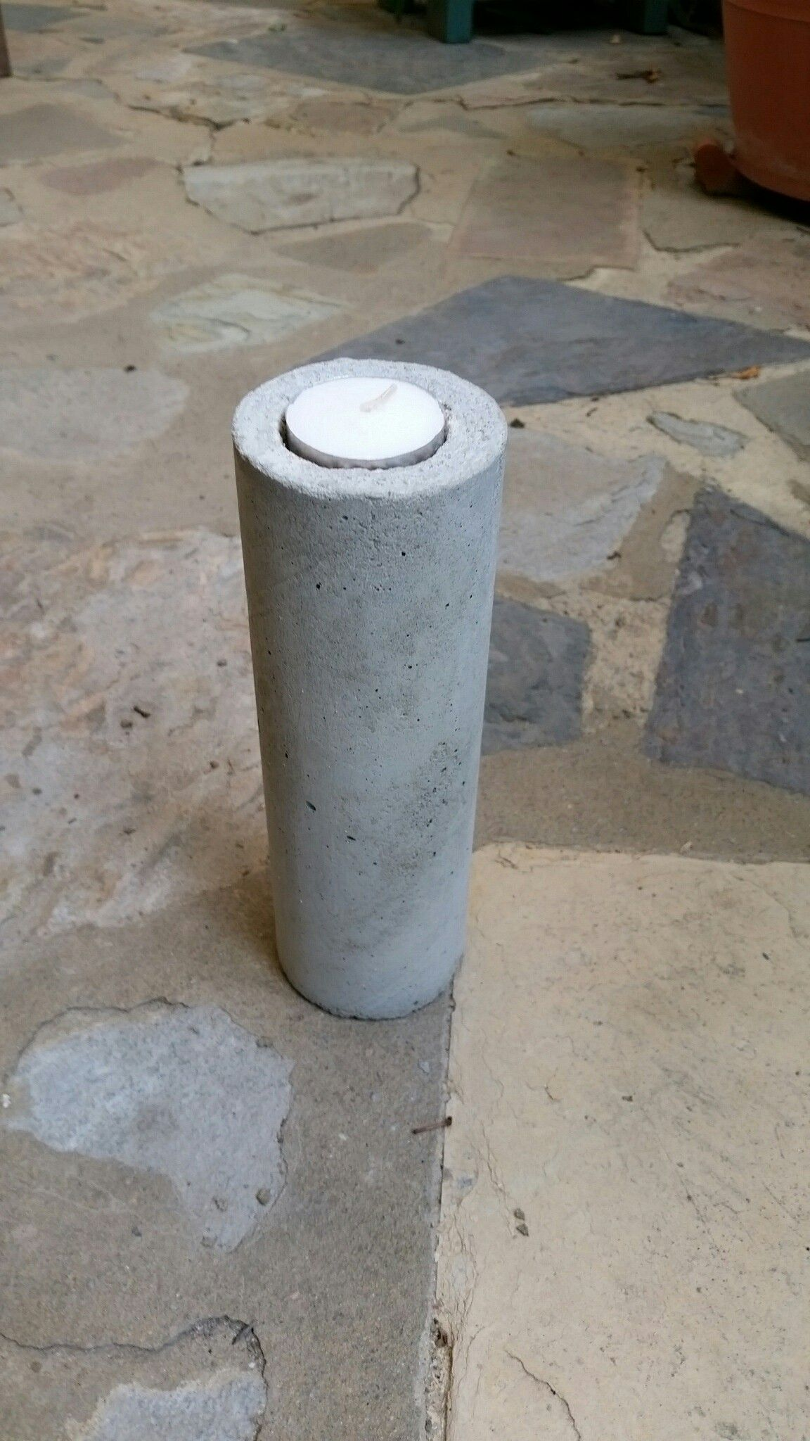 Cement candle holder made using Pringle chip container