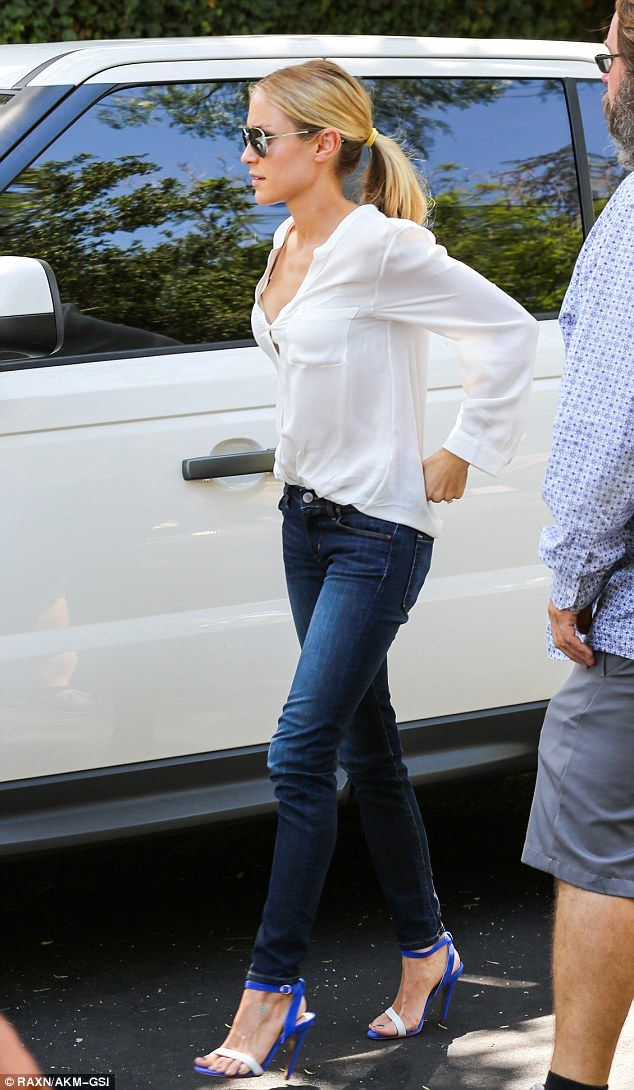 1d54b7347e0a Obsessed right now with the combination skinny jeans and heals. Add a white  shirt and sun glasses - perfection-