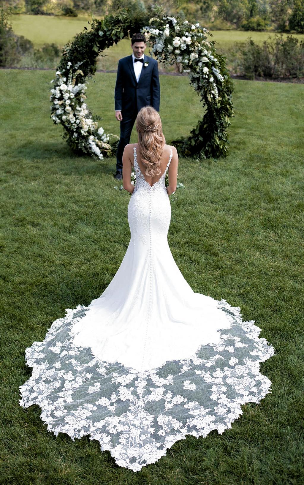 Botanical Lace Wedding Dress With Shaped Train Martina Liana Vestidos De Novia Con Encaje Vestido De Novia Sirena Vestidos De Novia