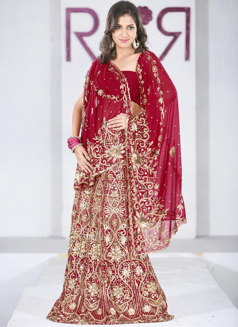 Traditional Indian wedding dress in red & gold   So Vogue ...