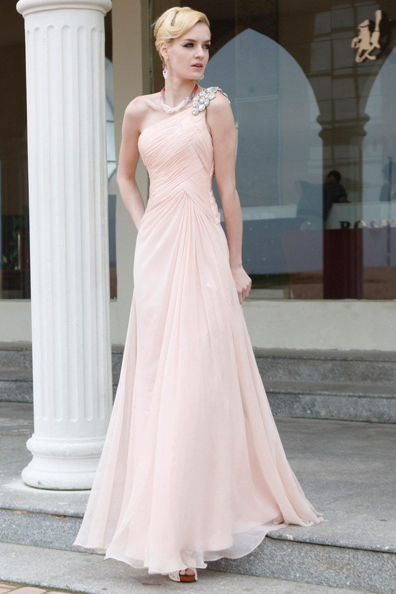 Gorgeous elegant dress now if i only had an occasion to wear