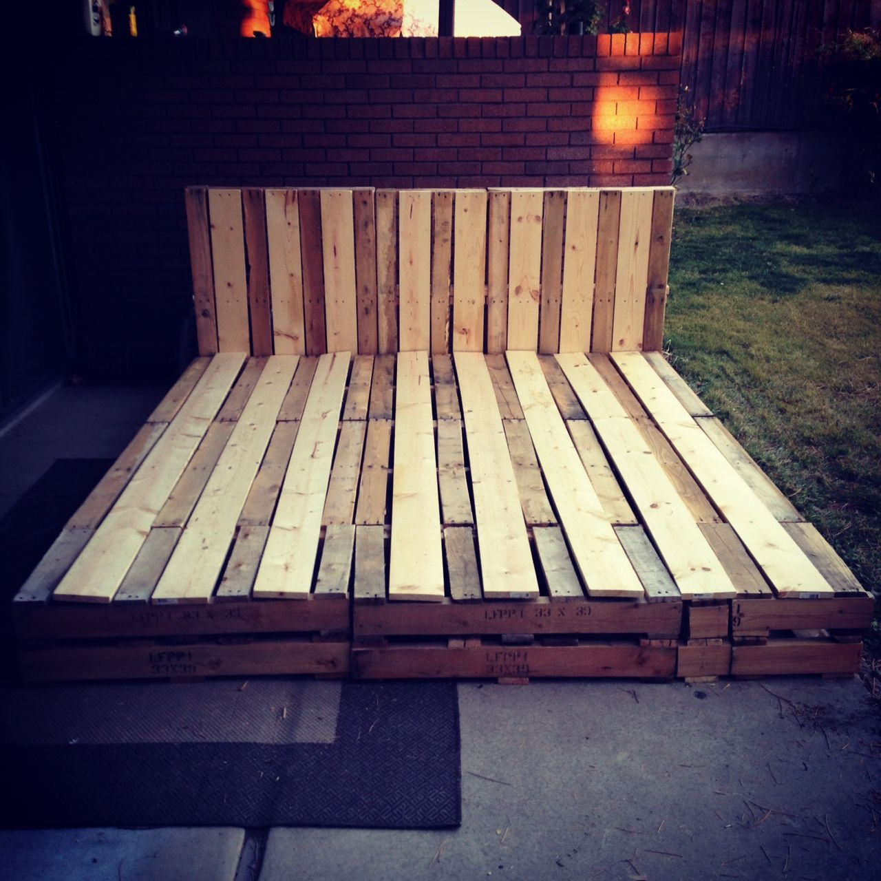 Recycled pallet bed frame pallet funiture wood work for Recycled pallet bed frame