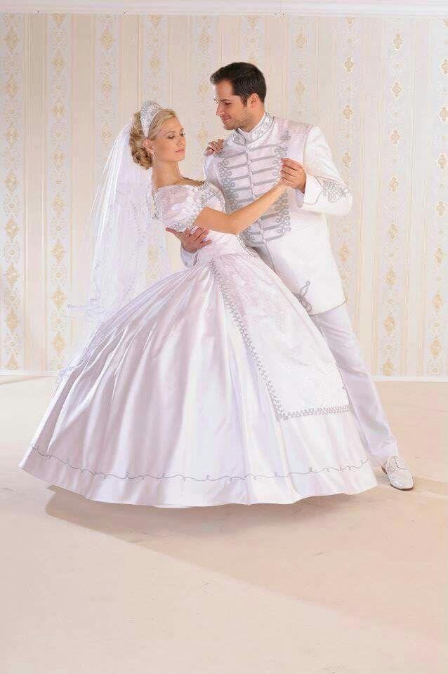 ded6cd8cd1 Esküvői ruha. Menyasszonyi ruha. Vőlegény öltöny. Wedding dress ...