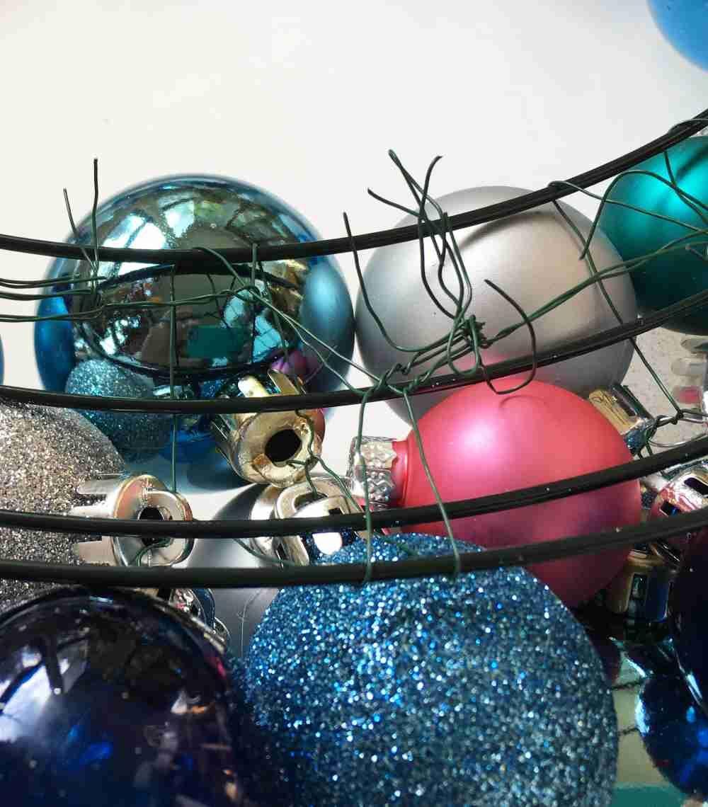 DIY Christmas Wreath with Ball Ornaments | Christmas wreaths diy, Christmas wreaths, Christmas diy
