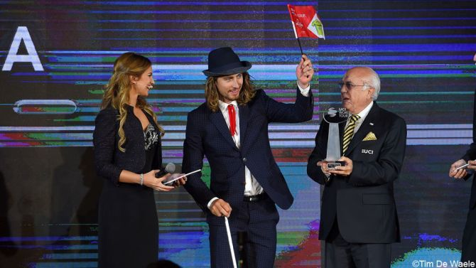 FOTO: Sagan steelt de show op UCI-gala in Abu Dhabi