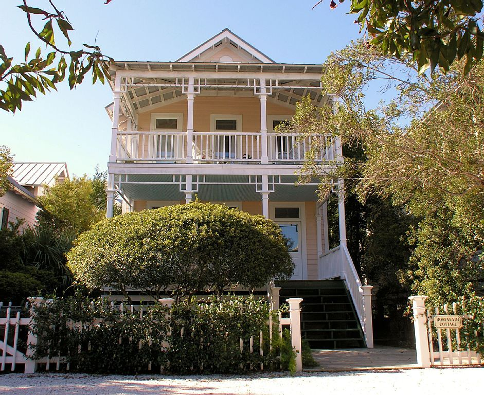 living rentals cottage room to island steps the heron beach st simons rental cottages