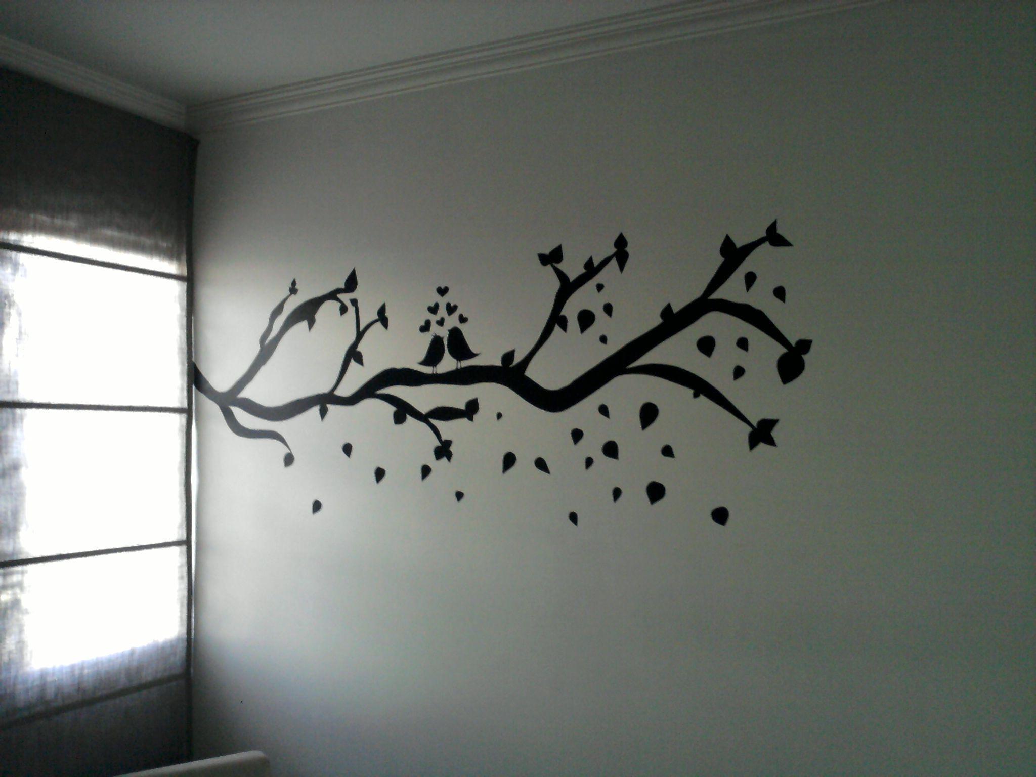 Adesivo para parede, desenhada em papel contact. Ótima decoração para quem quer gastar pouco