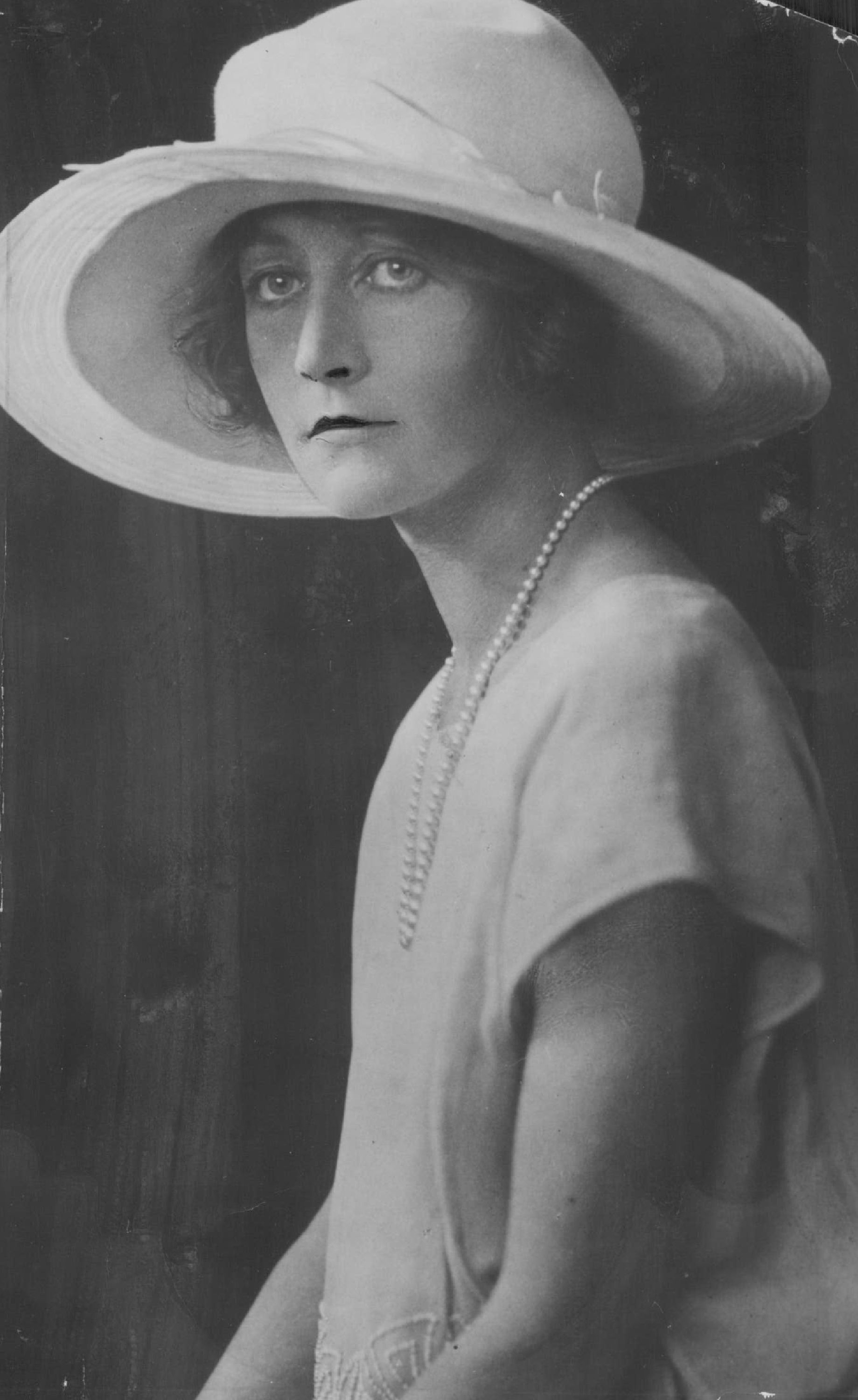Lady Violet Mary Astor wife of John Jacob Astor in a picture