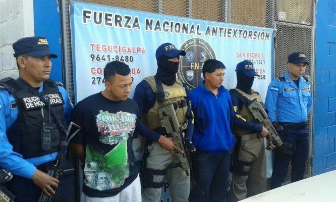 Detienen a presuntos pandilleros de la 18 en Tegucigalpa - http://bit.ly/1PDf6BL