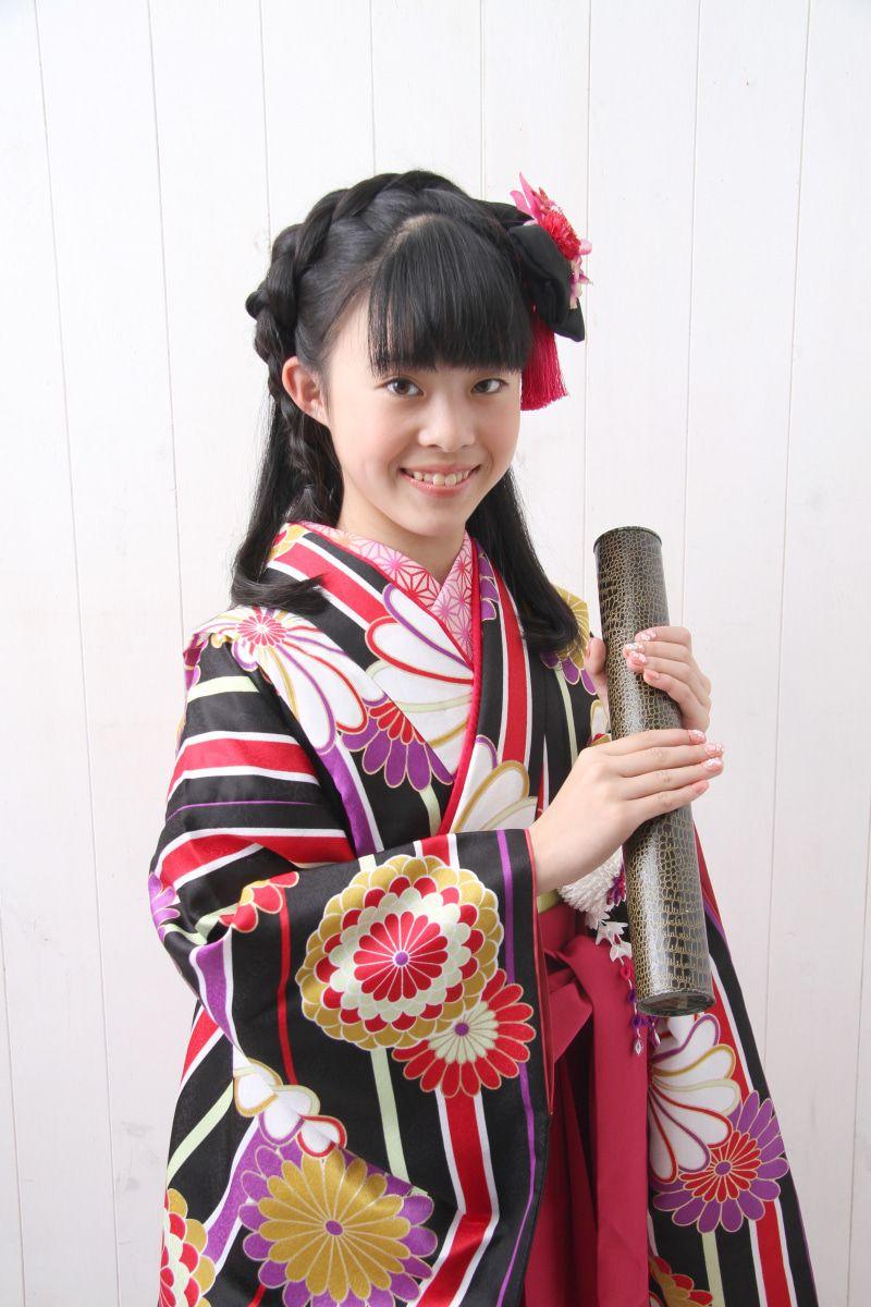 名古屋の小学生さんに人気のモダンな卒業袴 袴 卒業 袴 袴 ヘアアレンジ
