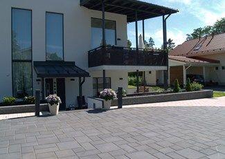 Rudus Roomalaiset kivet, väri musta www.rudus.fi/pihakivet
