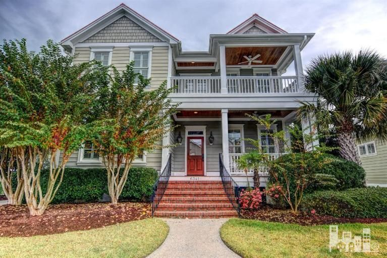 Beautiful home for sale in Wilmington, near the beach. Do you like it?