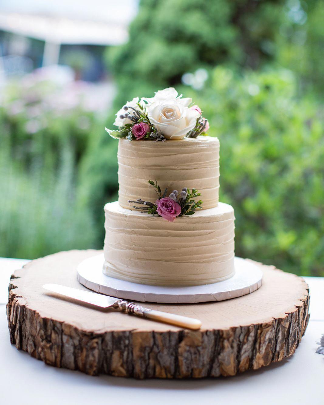 Buttercream beige wedding cake Romantic wedding cake