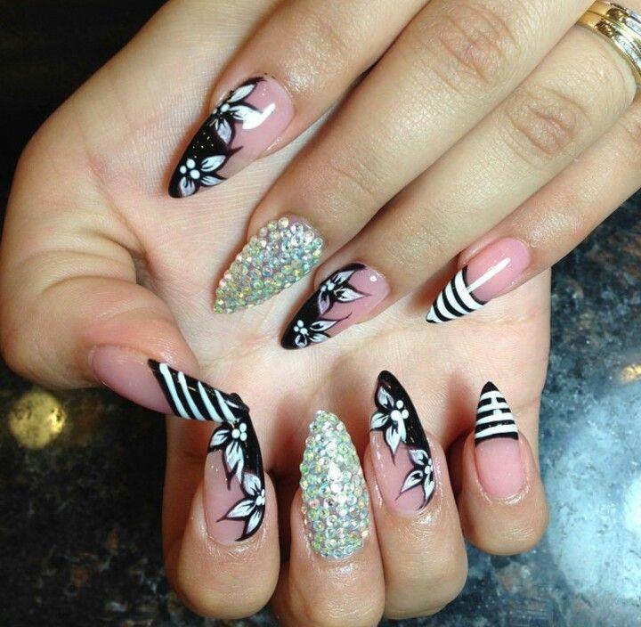 Happy Nails Salon Design