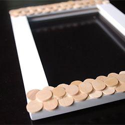 marco con circulos de madera