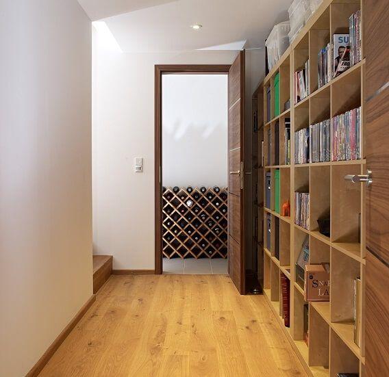 Flurgestaltung mit Bücherregal - Inneneinrichtung Design-Haus Smith - inneneinrichtung
