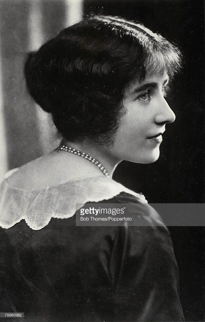 Profile Picture Of The Queen Mother Young As Lady Elizabeth Lady Elizabeth Queen Pictures Queen Mother
