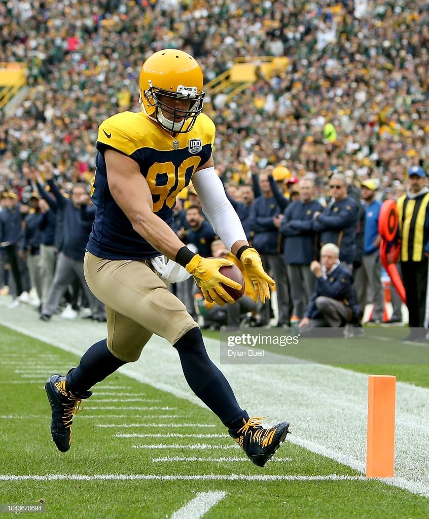 Jimmy Graham Of The Green Bay Packers Scores A Touchdown During The Green Bay Packers Jimmy Graham Green Bay