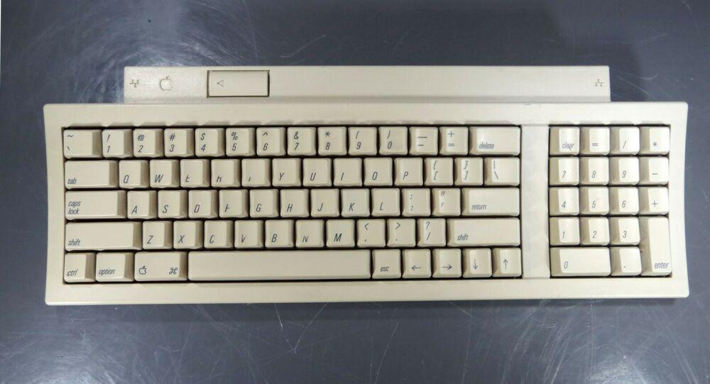 1991 Apple Mac Keyboard Ii Clean Tested Fully Functional Assembled In Mexico Apple Keyboard Apple Mac Apple Keyboard