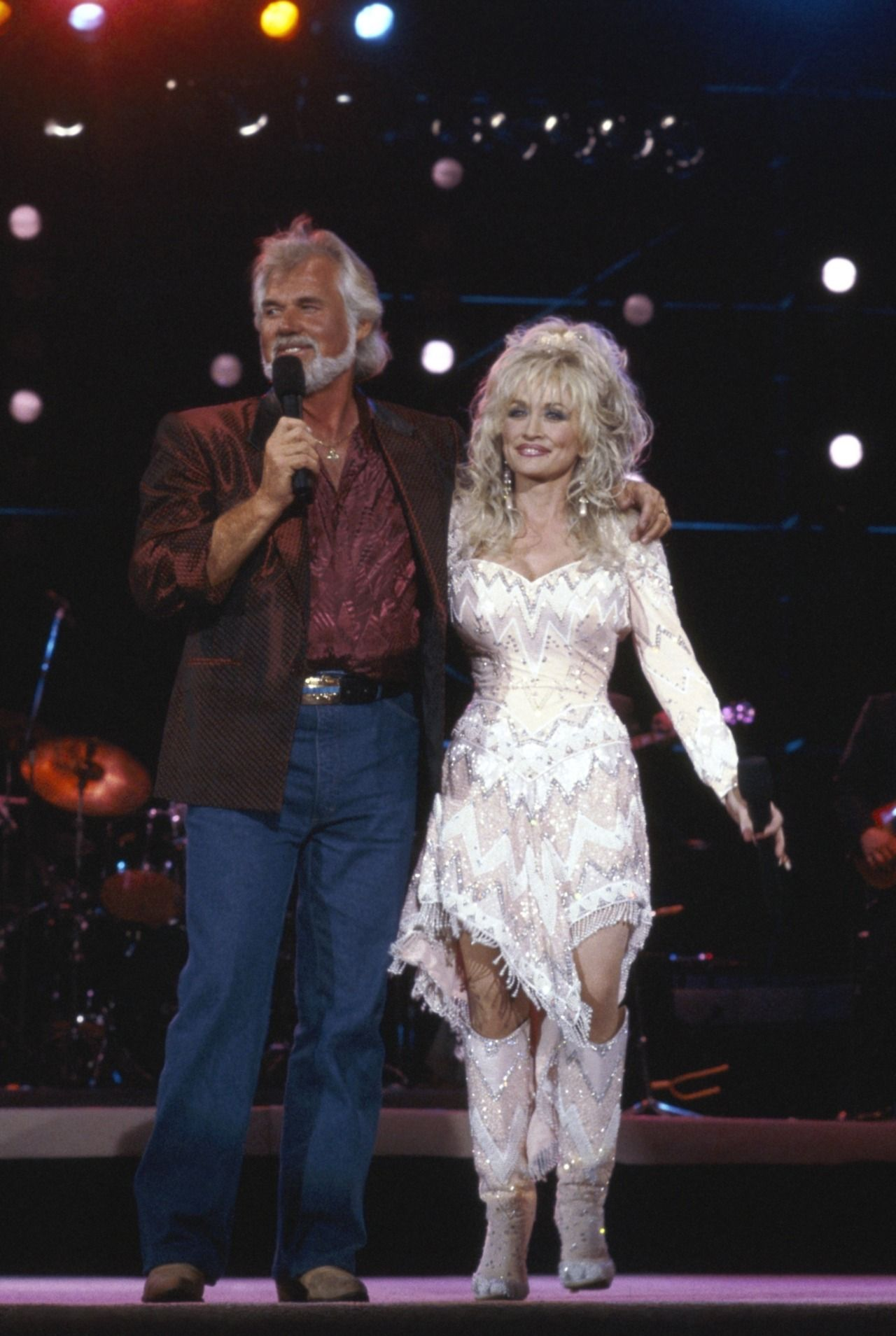 Dolly Parton Vibes. — Dolly Parton and Kenny Rogers during ...