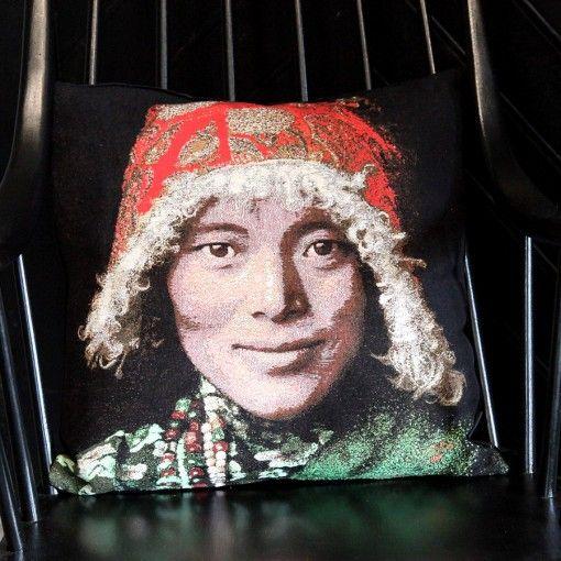 Fs Home Collection portrait femme tibétaine numéro 3 fs home collection fond noir