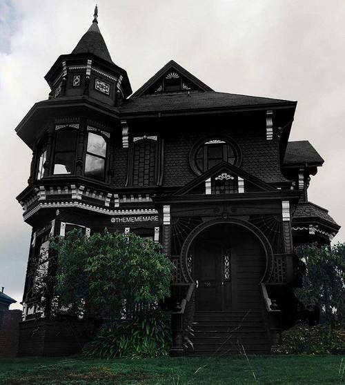 Viktorianische Häuser, Gotisches Haus, Schwarzes Haus, Alte Häuser,  Wohnideen, Deko Ideen, Wohnträume, Leinwand
