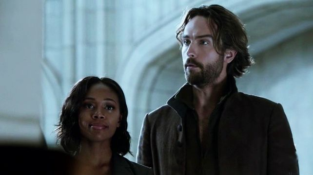 Ichabod and Abbie are living together on Sleepy Hollow, Nobody Panic