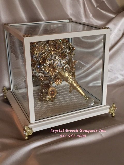 Bouquet Display Case by CrystalBroochBouquet on Etsy | Wedding ...