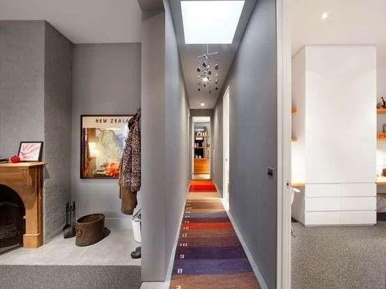Lungo Il Corridoio In Inglese : Arredamento corridoio stretto e lungo corridoio wall carpet
