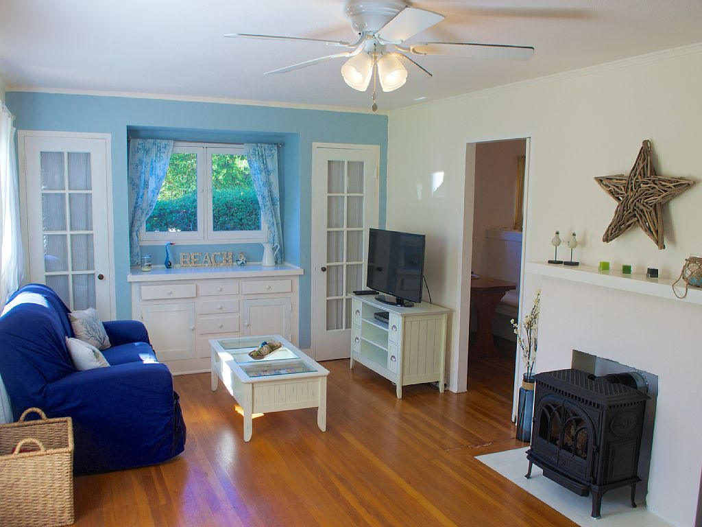 VRBO.com #926321ha - Cottage by the Cove- Charming, Quiet ...