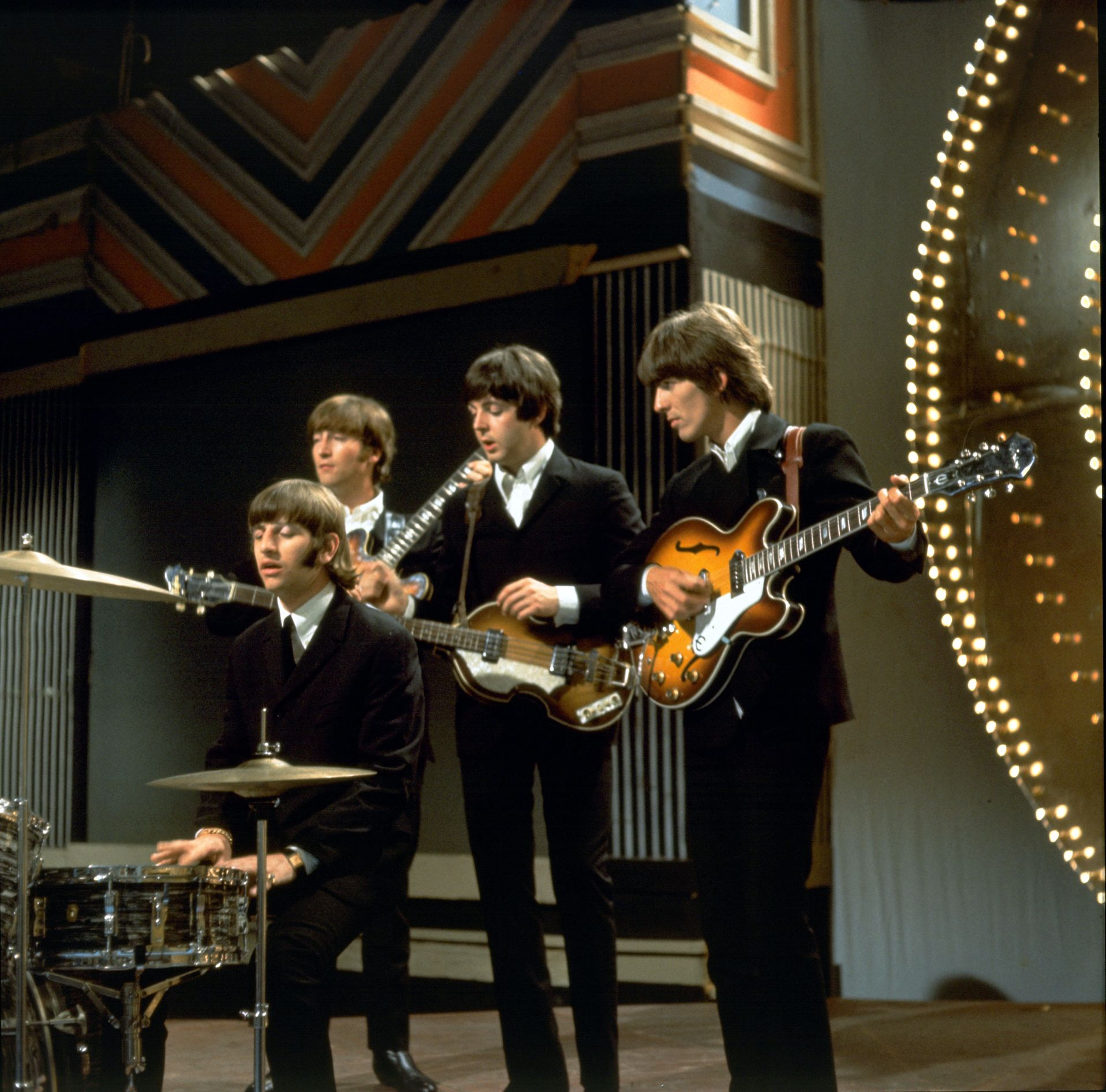 16th june 1966 at was to be the beatles only live top of the pops performance to which they. Black Bedroom Furniture Sets. Home Design Ideas
