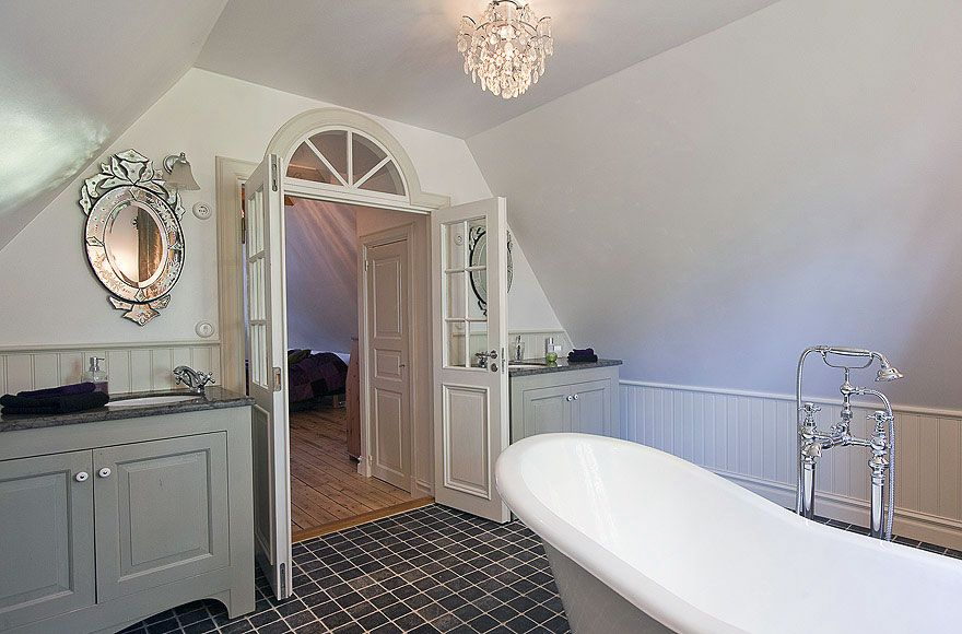 Website With Photo Gallery  Ideas To Decorate Lamps u Chandelier In Bathroom