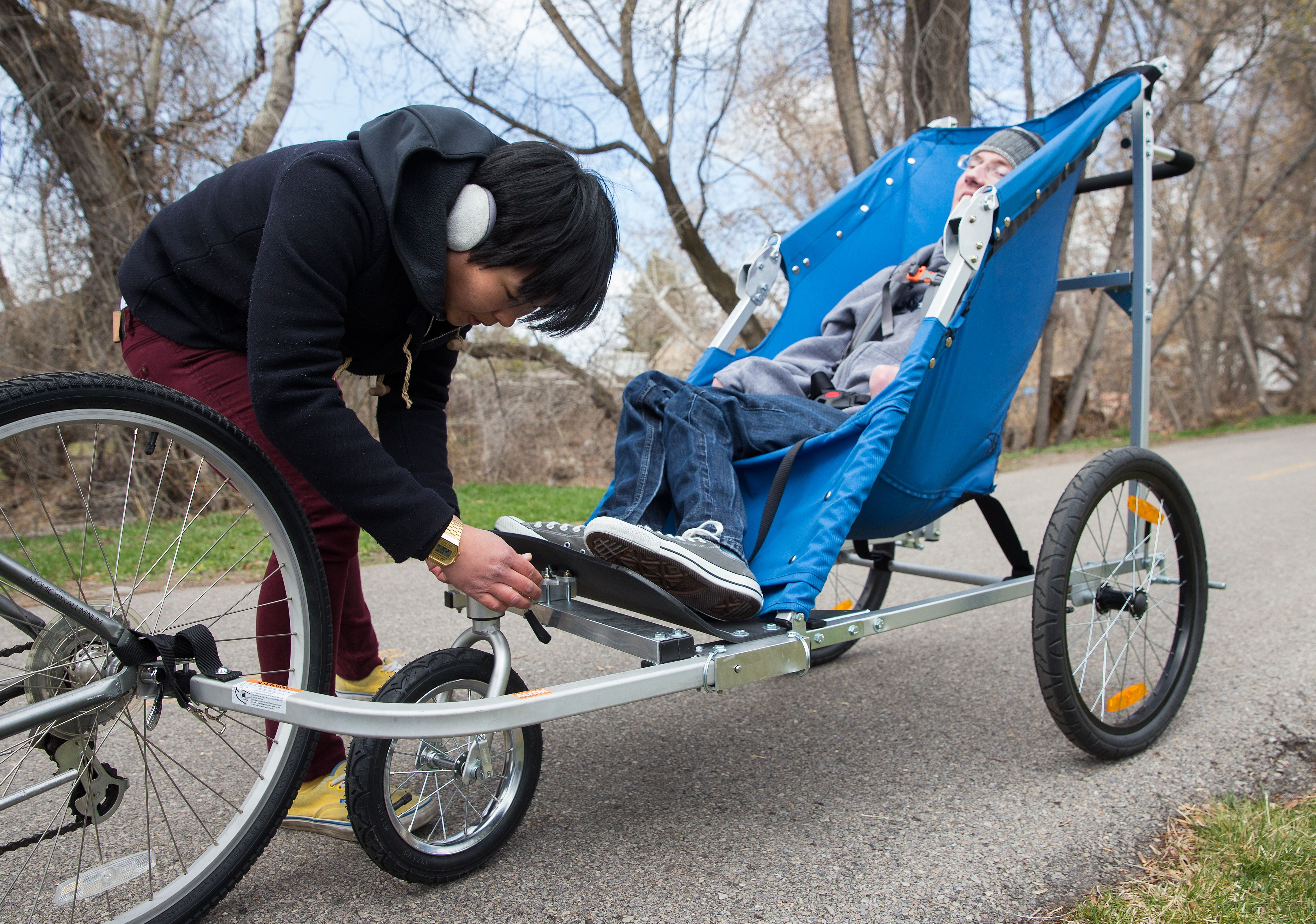 Engineering Students Build Adult Sized Bike Trailer For Professor S Son With Cerebral Palsy Jogging Stroller Engineering Student Cerebral Palsy