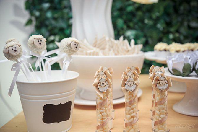 Decoração de chá revelação da Up Arts Aletilê de Festas, com o tema ovelinha, fotografada dia 05.06.2016, por éricavighifoto!