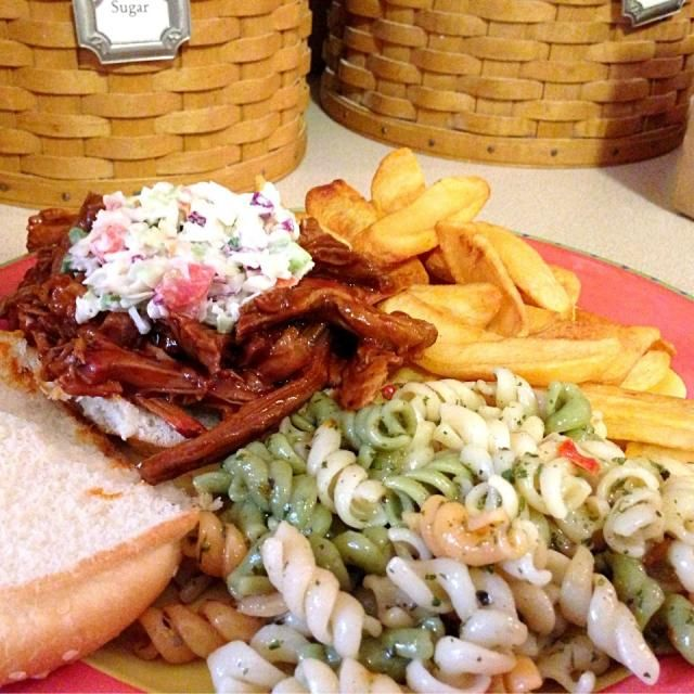 レシピとお料理がひらめくSnapDish - 5件のもぐもぐ - BBQ pulled pork sandwiches topped with summer slaw, steak fries and pasta salad. by Christopher Denman Williams