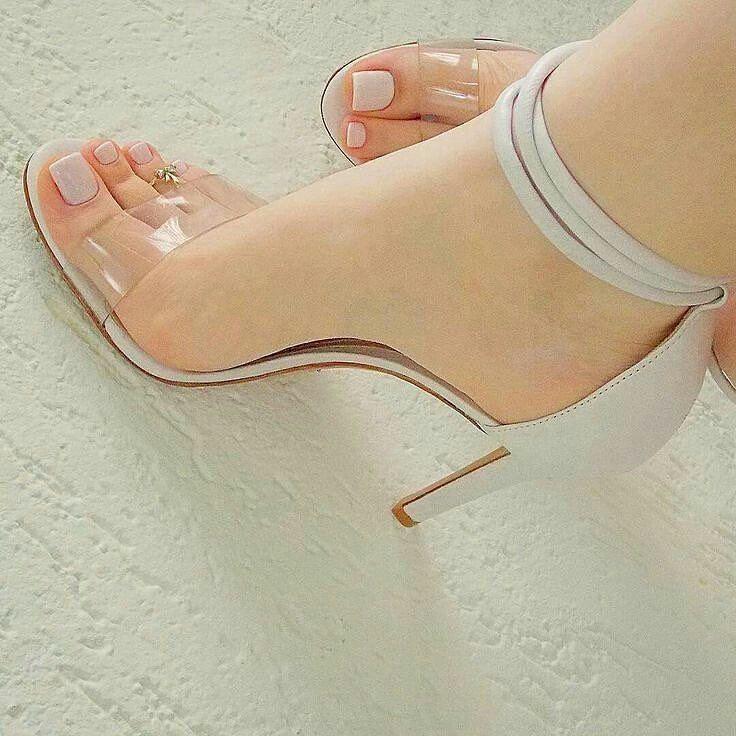 A imagem pode conter: sapatos | Saltos claros, Sapatos