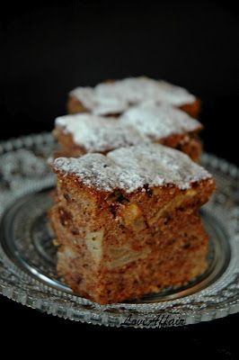 Rogac, Kruska & Papar Kolac / Carob, Pear & black Peppercorn Cake