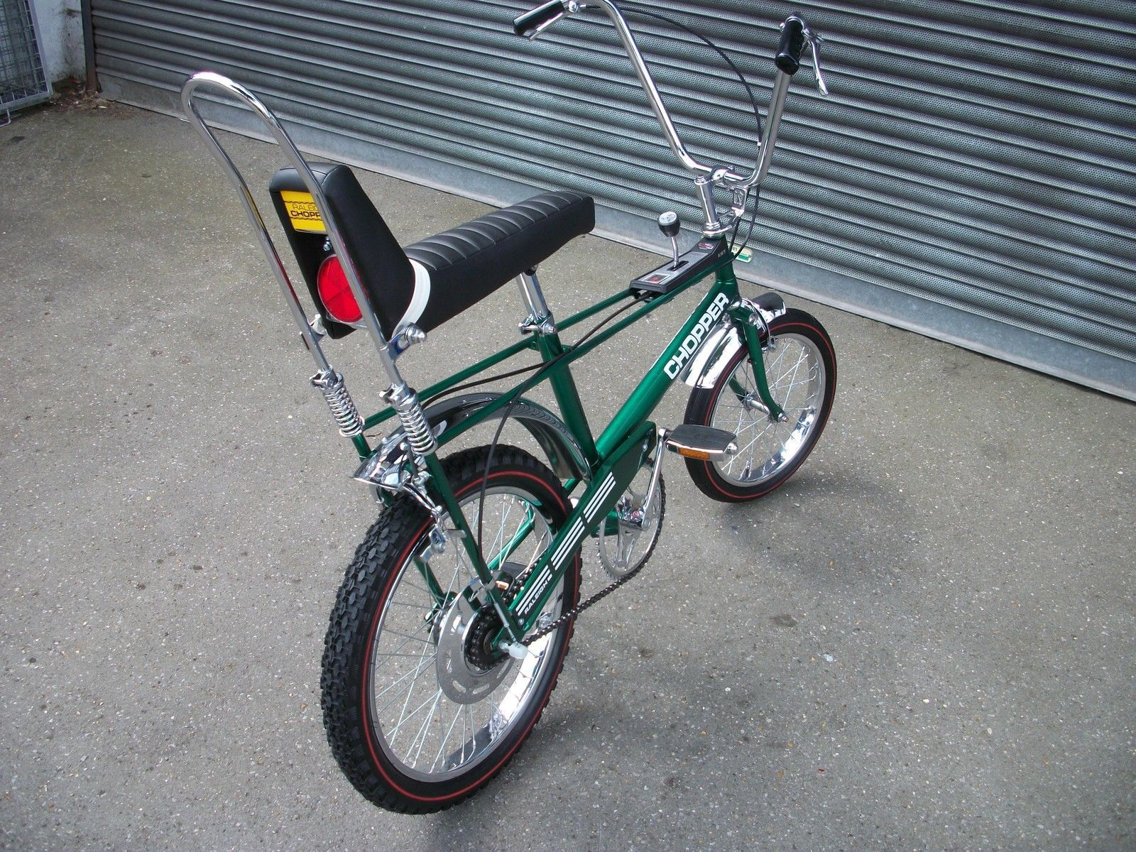 raleigh chopper buzzbikes musclebikes banana seat pinterest choppers and bicycling. Black Bedroom Furniture Sets. Home Design Ideas