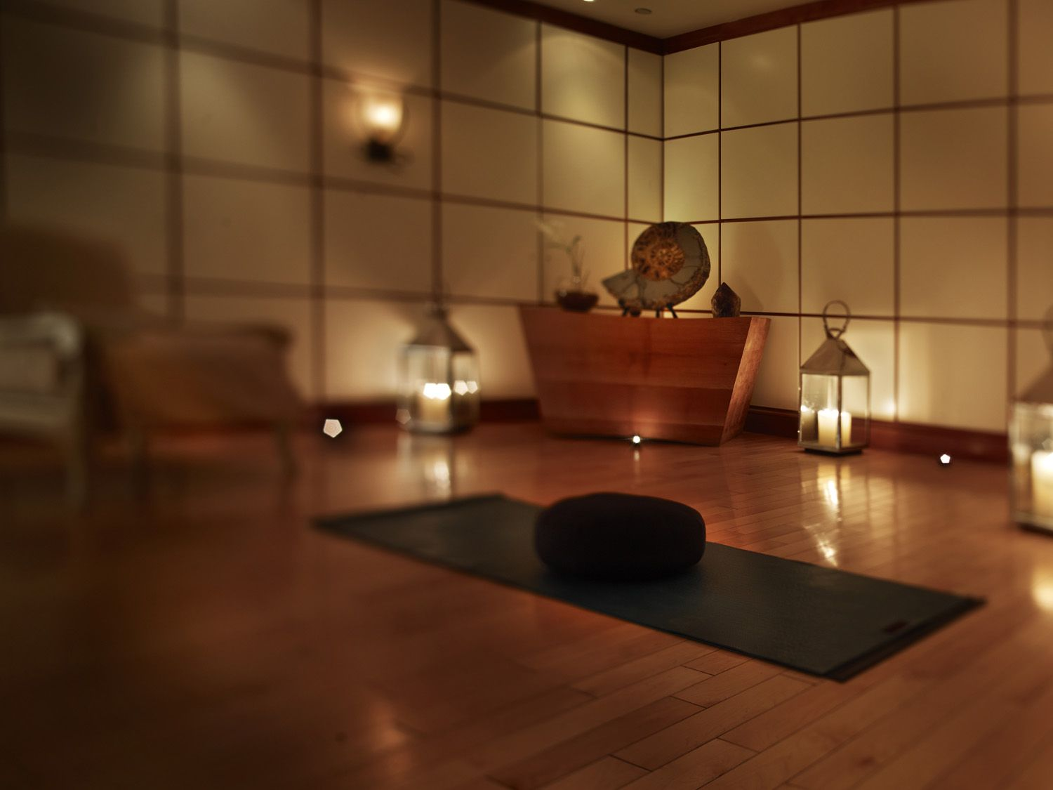 Creating A Meditation Room comfort & peace - this is an awesome yoga space! | my yoga studio