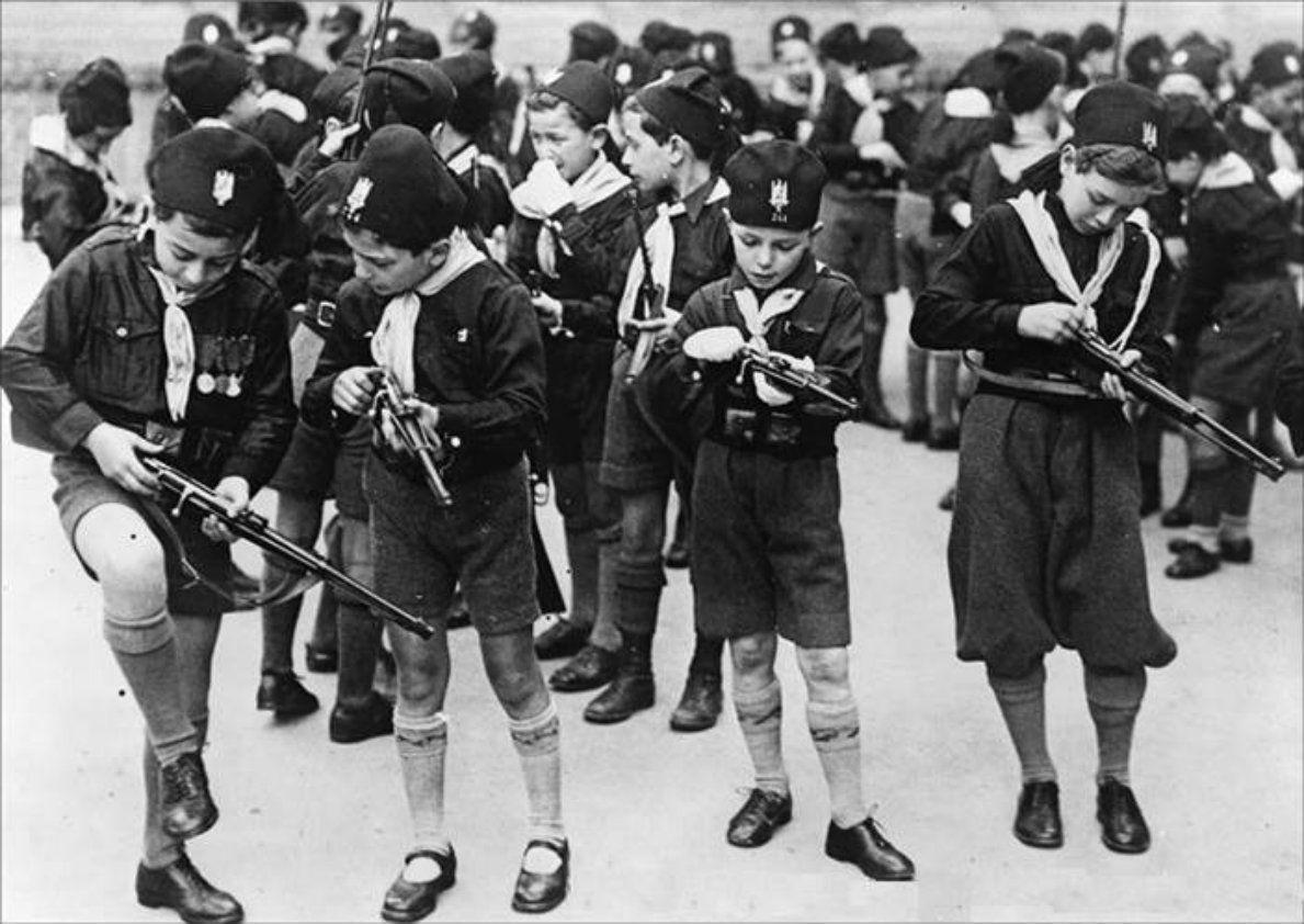 Pin By Ursido Tremarctoss On Ninos In 2020 Italy History Fascist Italian Army