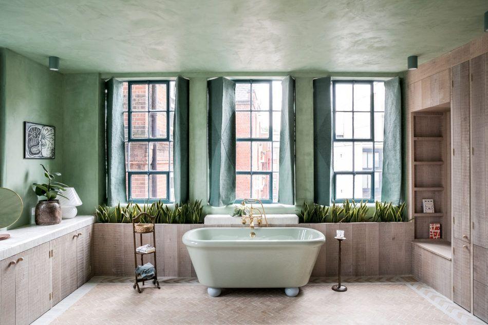 travel inspired interiors chan and eayrs kupatila bathroom loft rh pinterest com